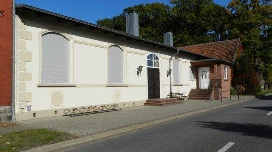 - Dorfgemeinschaftshaus / -saal -