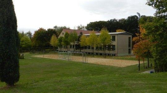 - Grundschule Jübar -