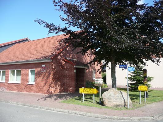 700 Jahre Hanum - Heute - Gedenkstein vor dem Dorfgemeinschaftshaus